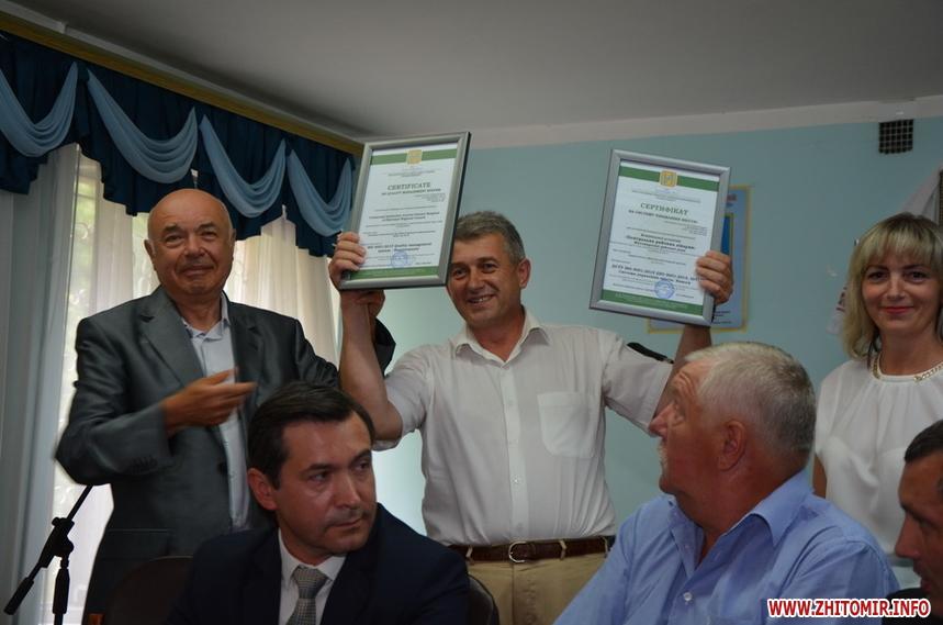 Керівництво ТОВ «Тестметрстандарт» вручило Житомирській районній лікарні сертифікат відповідності системі управління якістю